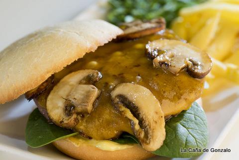 mini hamburguesa con champiñón portobello y espinacas